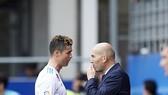 Zidane đang cầu mong các trụ cột quan trọng như Ronaldo bình an vô sự trở về. Ảnh: Getty Images