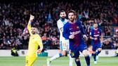 Messi lập hat-trick đưa Barca san bằng kỷ lục. Ảnh: Getty Images