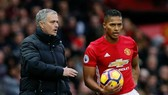 Antonio Valencia tin Man.United đang tiến bộ cùng HLV Jose Mourinho. Ảnh: Getty Images