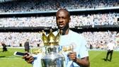 Yaya Toure chia tay Man.City với danh hiệu Premier League thứ 3. Ảnh: Getty Images