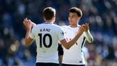Dele Alli (phải) có thể là ngôi sao tiếp theo của Tottenham ký hợp đồng mới. Ảnh: Getty Images