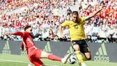 Hazard tỏa sáng giúp Bỉ đặt chân vào vòng trong. Ảnh FIFA.