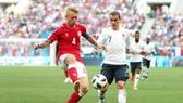 Đan Mạch (trái) và Pháp đã chơi một trận cầu hòa hoãn nhạt nhòa. Ảnh: Getty Images