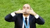 HLV Roberto Martinez ăn mừng hiến tích lớn lai của tuyển Bỉ. Ảnh: Getty Images