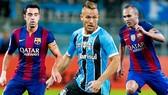 """Arthur có thể khỏa lấp vị trí Iniesta, nhưng Barca vẫn """"khuyết"""" vị trí Xavi để lại. Ảnh AS."""