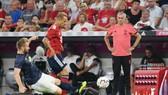 HLV Jose Mourinho chứng kiến thất bại trước Bayern Munich. Ảnh: The Sun