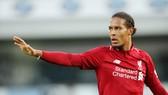 Virgil van Dijk đã chỉ huy tuyệt vời hệ thống phòng ngự của Liverpool. Ảnh: Getty Images