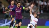 Lionel Messi ghi 2 bàn trong chiến thắng 4-2 ở lượt đi, nếu anh vắng mặt đó chắc chắc là tin vui với Tottenham. Ảnh: Getty Images