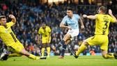 Gabriel Jesus ghi 4 bàn để giúp Man.City nhấn chìm Burton Albion. Ảnh: Getty Images