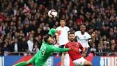 Raheem Sterling tỏa sáng với cú hat-trick đầu tiên trong sự nghiệp tuyển Anh. Ảnh: Getty Images
