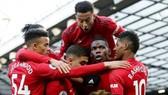 Paul Pogba và các đồng đội tận hưởng chiến thắng may mắn. Ảnh: Getty Images