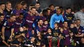 Lionel Messi ghi bàn và cùng đồng đội ăn mừng chức vô địch. Ảnh: Getty Images