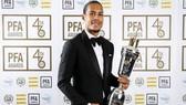 Virgil van Dijk là hậu vệ đầu tiên được vinh danh kể từ năm 2005. Ảnh: Getty Images