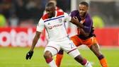 Tanguy Ndombele (trái) cùng Lyon đối đầu Man.City mùa qua. Ảnh: Getty Images
