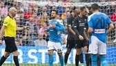 Hình ảnh từ trận thua Napoli cho thấy cầu thủ Liverpool thật sự đang bị áp lực. Ảnh: Getty Images