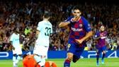 Luis Suarez sắm vai người hùng giúp Barca ngược dòng. Ảnh: Getty Images