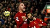 Những người hùng Jordan Henderson và Mohamed Salah ăn mừng. Ảnh: Getty Images