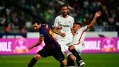Barca và Sevilla chơi Siêu cúp năm ngoái tại Morocco. Ảnh: Getty Images