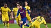"""Lionel Messi trong một lần """"nhảy múa"""" giữa vòng vây cầu thủ Borussia Dortmund. Ảnh: Getty Images"""