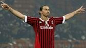 Zlatan Ibrahimovic chọn trở lại với sắc áo đỏ-đen để kết thúc sự nghiệp. Ảnh: Getty Images