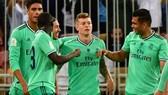 Toni Kroos mừng siêu phẩm đưa Real Madrid vào chung kết. Ảnh: Getty Images