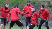 Bruno Fernandes tích cực hòa nhập ngay buổi tập đầu tiên cùng Man.United. Ảnh: Getty Images