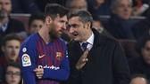 Lionel Messi được biết luôn dành sự ủng hộ cho Ernesto Valverde. Ảnh: Getty Images