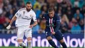 Kylian Mbappe (phải) cùng Paris SG đối đầu Real Madrid ở vòng bảng Champions League. Ảnh: Getty Images