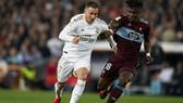 Eden Hazard chơi tốt ngày trở lại, nhưng Real Madrid vẫn xảy chân trên sân nhà. Ảnh: Getty Images