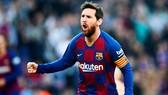 Lionel Messi bùng nổ đưa Barca trở lại ngôi đầu.