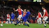 Arsenal trả giá bởi tình huống phòng ngự chểnh mảng này. Ảnh: Getty Images