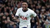 Steven Bergwijn phải nghỉ hết mùa càng khiến Tottenham khó khăn. Ảnh: Getty Images