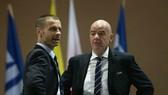 Chủ tịch FIFA, Gianni Infantino (phải) và Chủ tịch UEFA, Aleksander Ceferin. Ảnh: Getty Images