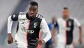 Blaise Matuidi là cầu thủ thứ 2 của Juve nhiễm bệnh. Ảnh: Getty Images