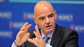 Chủ tịch FIFA, Gianni Infantino cam kết hỗ trợ mạnh mẽ về tài chính. Ảnh: Getty Images