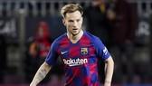 Ivan Rakitic thất vọng với tình hình ở Camp Nou. Ảnh: Getty Images