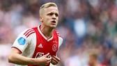 Donny van de Beek nằm trong hàng loạt ngôi sao sẵn sàng rời Ajax. Ảnh: Getty Images