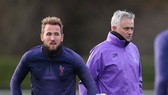 Tiền đạo Harry Kane và HLV Jose Mourinho đều nóng lòng trở lại. Ảnh: Getty Images