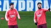 Lionel Messi và Luis Suarez đều trở lại tập luyện ngay ngày đầu nới lỏng cách ly. Ảnh: Getty Images