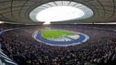 Sân Olympiastadion rộng lớn, nhưng Chính quyền Berlin vẫn rất thận trọng.