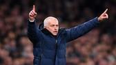 HLV Jose Mourinho chạm cột mốc 200 chiến thắng trong sự nghiệp cầm quân ở Premier League. Ảnh: Getty Images