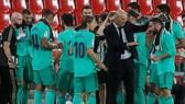 HLV Zinedine Zidane và các học trò sẵn sàng mở tiệc ăn mừng. Ảnh: Getty Images