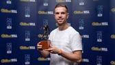 Jordan Henderson nhận giải thưởng cá nhân đầu tiên của mùa giải. Ảnh: Getty Images