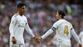 Raphael Varane thừa nhận thiếu vắng trung vệ đội trưởng đội trưởng Sergio Ramos là thiếu sót lớn. Ảnh: Getty Images