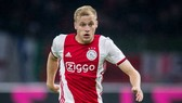 Donny van de Beek sẽ giúp hàng tiền vệ Man.United trở nên năng động và cũng vững chắc hơn. Ảnh: Getty Images
