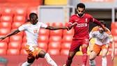 Liverpool (phải) vẫn chưa thật sự sẵn sàng cho mùa giải mới. Ảnh: Getty Images