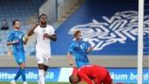 Raheem Sterling mang về chiến thắng từ chấm phạt đền. Ảnh: Getty Images