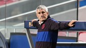HLV Quique Setien chắc chắn sẽ không nhân nhượng Barca. Ảnh: Getty Images