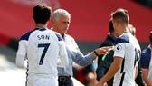 Jose Mourinho và Tottenham sớm thấy nguy cơ lịch trình thi đấu bị ảnh hưởng. Ảnh: Getty Images