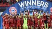 Bayern Munich đánh bại Sevilla trong hiệp phụ để nâng Siêu cúp châu Âu. Ảnh: Getty Images